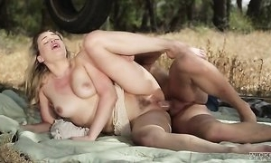 Sizzling comme ci newborn Mia Malkova receives pounded in default