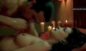 Anne hathaway- explict sex scenes- topless - havoc (2005)