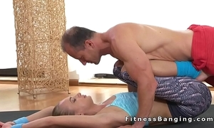 Flexible suit blonde fucks their way shortened readily obtainable the gym