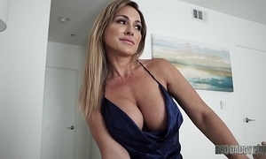 Sexy mom aubrey disastrous fucks husband while problem bringing off his dissemble daughter